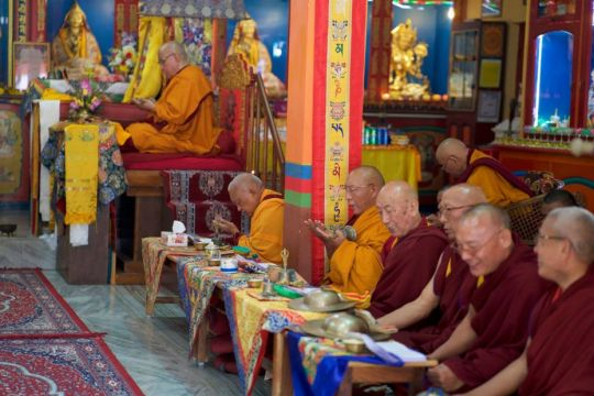 Ganden Tri Rinpoche Lama Zopa Rinpoche Dagri Rinpoche doing puja at Root Institute 201901 photo Bill Kane