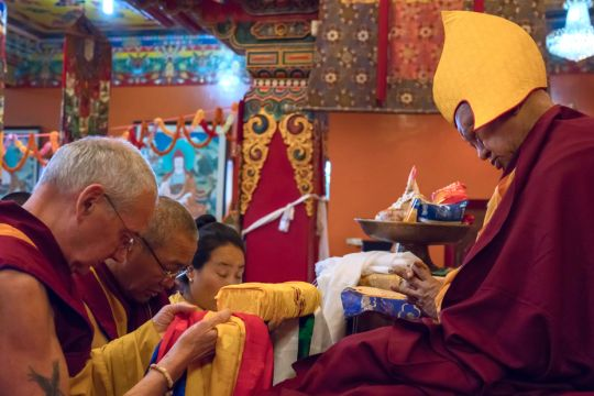 Lama-Zopa-Rinpoche-Khadro-la-Khen-Rinpoche-Geshe-Chonyi-Ven-Roger-Kunsang-LLPuja-Kopan-201904