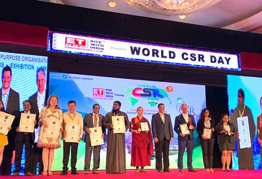 geshe-tenzin-zopa-award-world-csr-day-mumbai-feb-2019