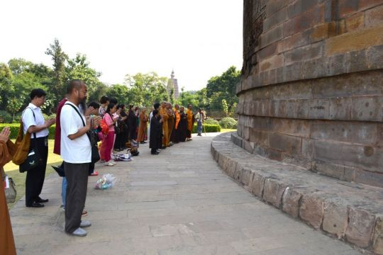 jon-landaw-india-nepal-trip-dhamek-stupa-sarnath-oct-2012-kevin-ison-lpp-australia