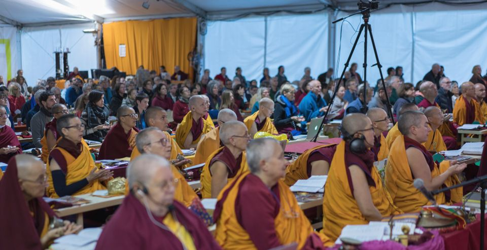 Retreatants during Lama Zopa Rinpoche's teaching