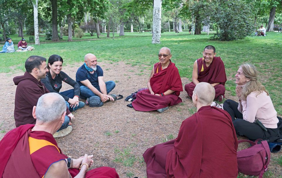Lama-Zopa-Rinpoche-with-students-Retiro-Park-Madrid-201904
