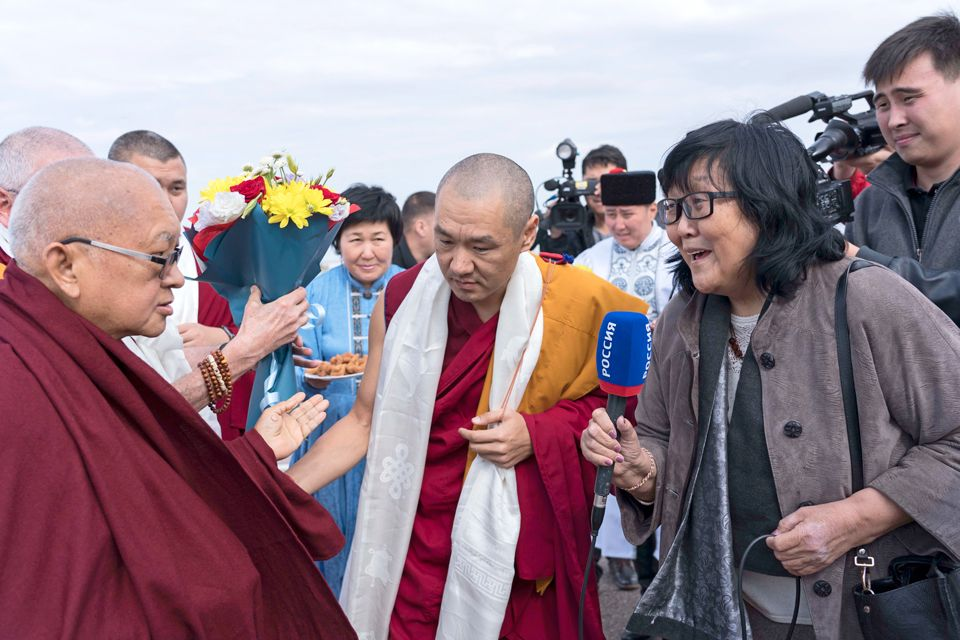 Lama-Zopa-Rinopche-arriving-in-Elista-Oct-2019