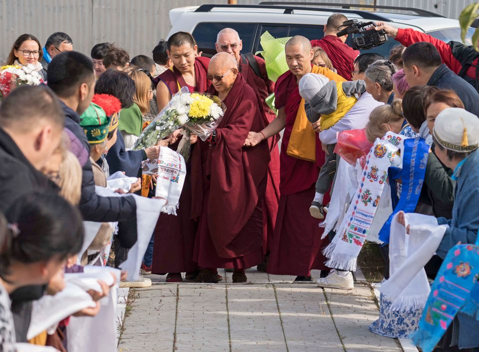Lama-Zopa-Rinpoche-arriving-in-Elista-Oct-2019-1