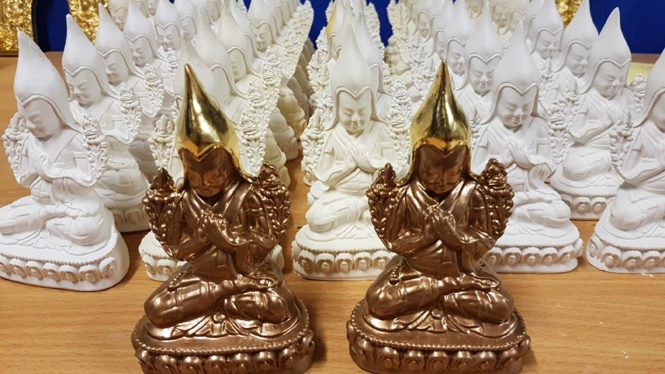 1,000 Tsa-Tsas of Lama Tsongkhapa Offered to Ganden Tripa Rinpoche to Offer to Others