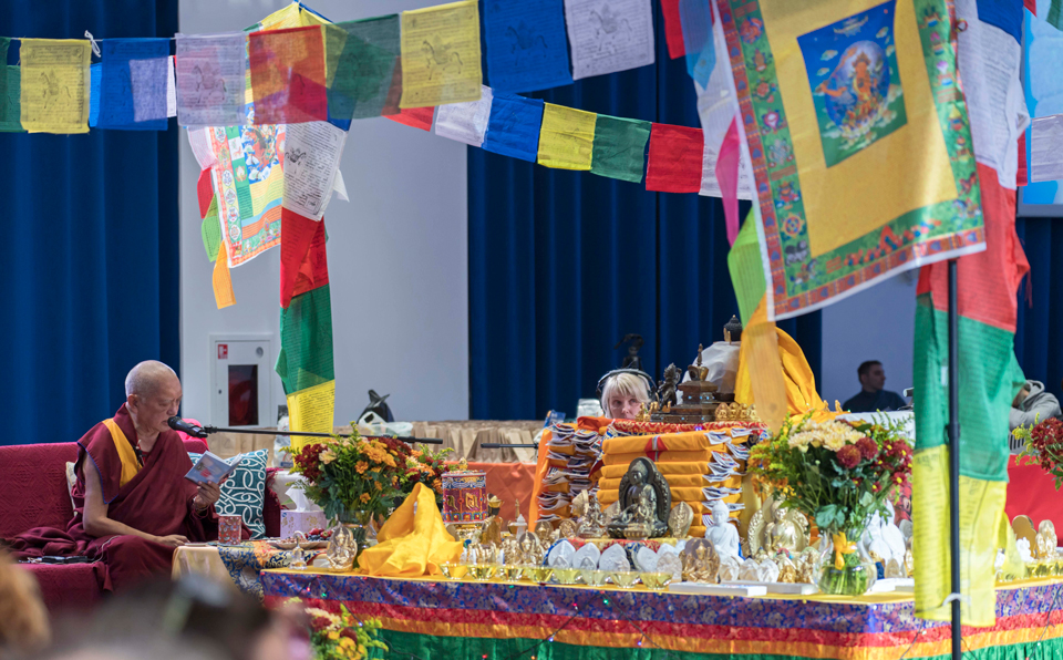 Lama-Zopa-Rinpoche-animal-blessing-Moscow-2019