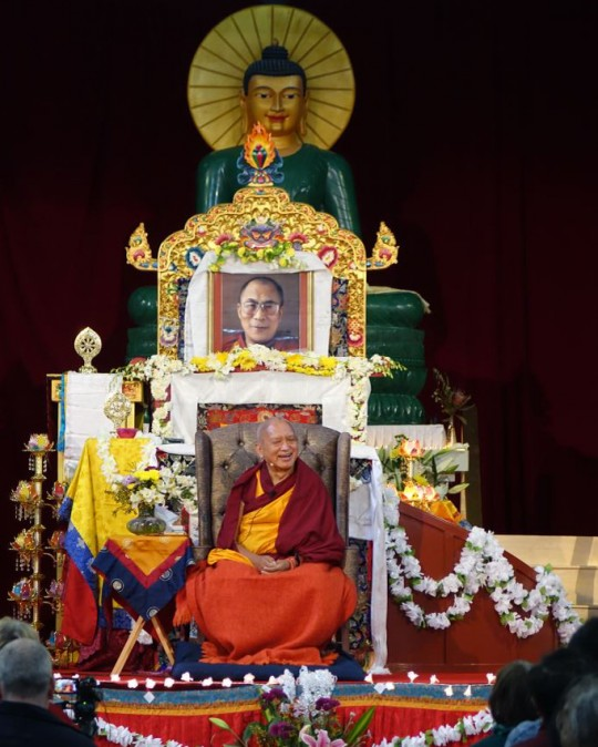 Lama Zopa Rinpoche teaching at the retreat in Australia, October 2014. Photo by Ven. Roger Kunsang.