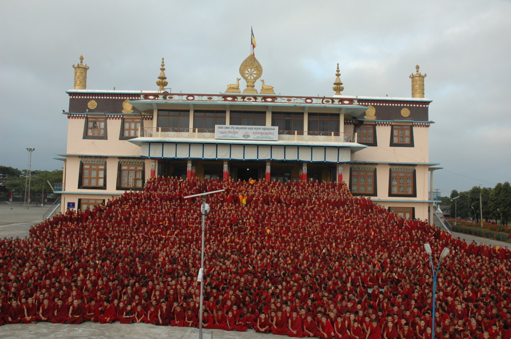 All the 2600 monks of Sera Je Monastery