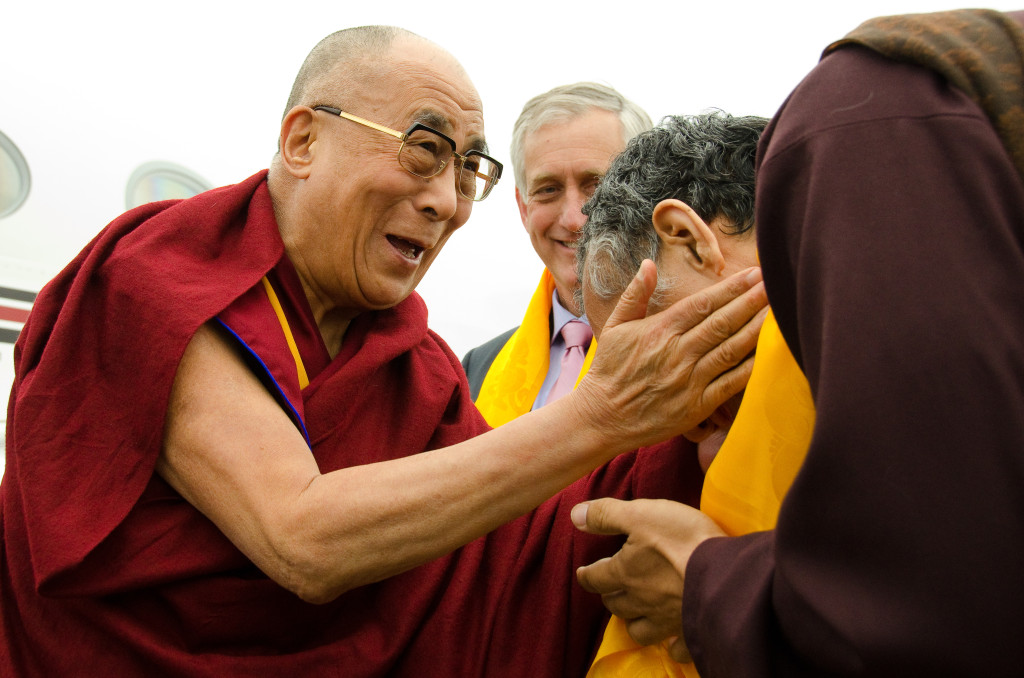 His Holiness the Dalai Lama being greeted at the Portland airport by Yangsi Rinpoche, president of Maitripa College, and Charlie Hales, mayor of Portland, Oregon, U.S., May 2013. Photo by Marc Sakamoto.