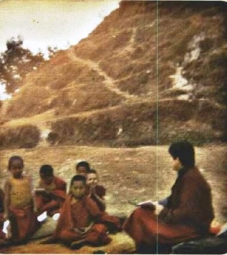 Susanna Parodi teaches the little monks English - and they by to teach her Tibetan.
