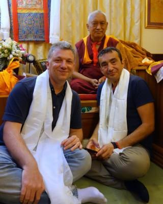 Lama Zopa RinpochewithFilippo Scianna(left) andFabrizio Pallotti, SeraJeMonastery, India, January2014. Photo byVen.RogerKunsang.