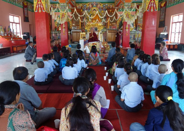 Lama Zopa Rinpocheteachingandgivingoraltransmissionsto childrenfrom Ladakh in Bylakuppe, India, January 2014. Photo byVen.RogerKunsang.