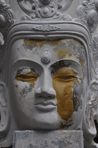 The bust of the Kundun Chenrezig, which is currently being repaired at Istituto Lama Tzong Khapa, Italy, 2012. Photo courtesy of Istituto Lama Tzong Khapa.