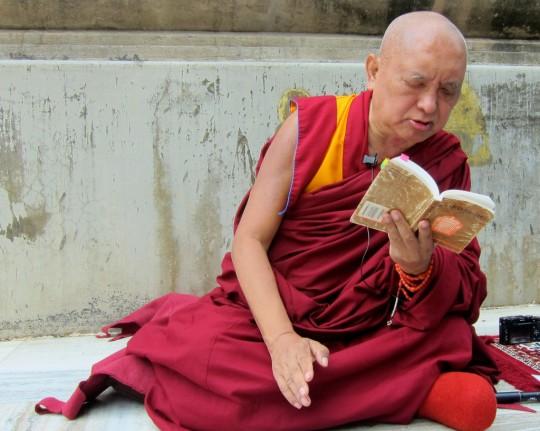 LamaZopaRinpochegivingoraltransmissionofKingofPrayersatMahabodhi Stupa, Bodhgaya, India, February 2014. Photo by Ven. Sarah Thresher.