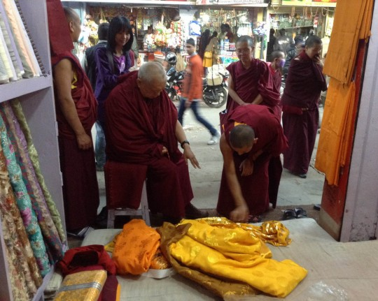 the market choosing the exact materiel to be offered to the Buddha statue inside the Mahabodhi Stupa, Bodhgaya, India, February 2014. Photo by Ven. Sarah Thresher.