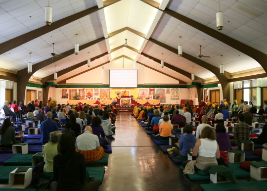 Lama Zopa Rinpoche and retreat participants, YMCA Blue Ridge Assembly, Black Mountain, North Carolina, US, May 2014. Photo by Ven. Thubten Kunsang.
