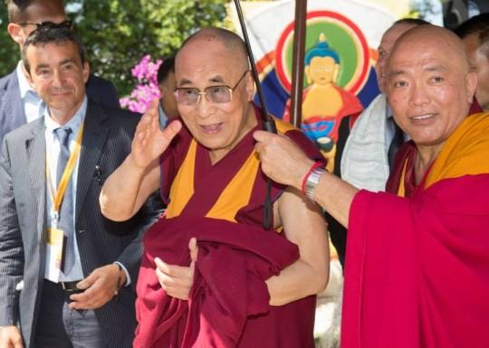 His Holiness the Dalai Lama with Geshe Tenzin Tenphel and Fabrizio Pallotti at Istituto Lama Tzong Khapa, Pomaia, Italy, June 10, 2014. Photo courtesy of Dalai Lama Italia on Facebook.