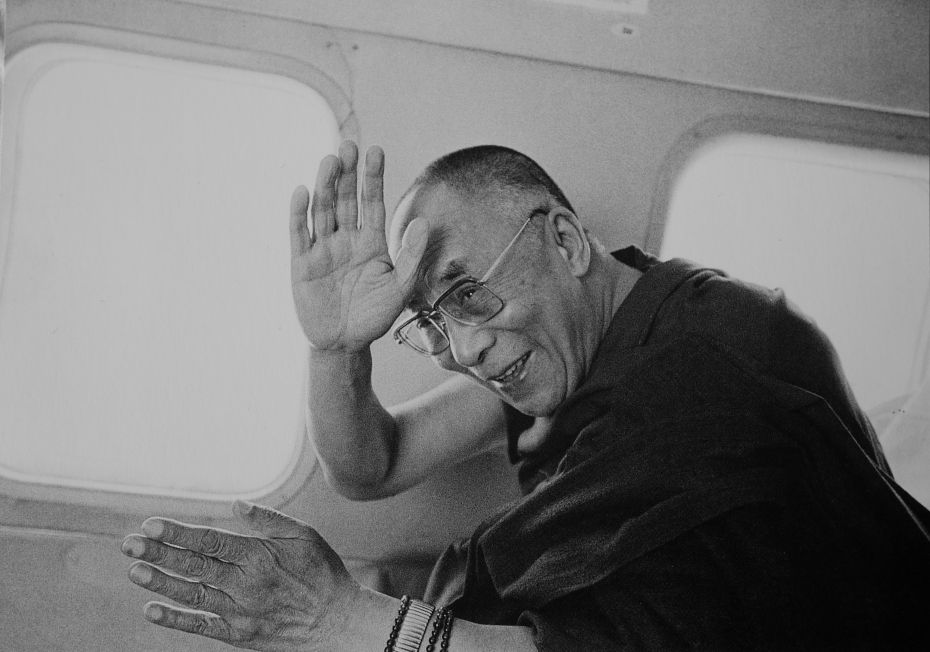 Please dedicate for auspiciousness that this is His Holiness returning to Tibet