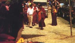 Bringing Lama Yeshe's body to the stupa.